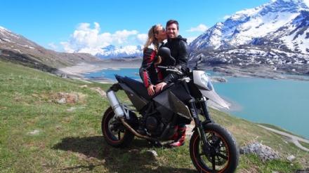 La rabbia del web sulluomo che ha travolto i due motociclisti, uccidendo Elisa Ferrero