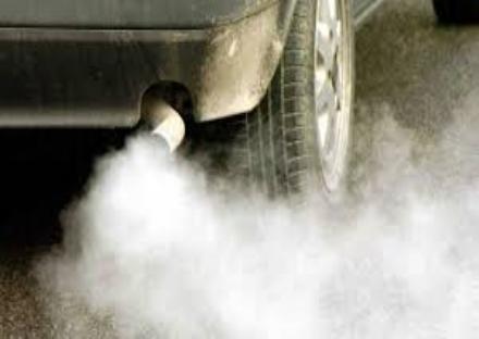AMBIENTE - Nuove restrizioni per i veicoli inquinanti a partire da ottobre