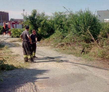CARMAGNOLA - Tranciato un tubo del gas: caos per ore n via Sommariva