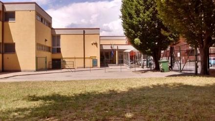 MONCALIERI - Parcheggia nel posto disabili e aggredisce nonno vigile che lo riprende