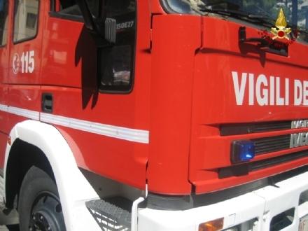 BRUINO - Brucia una catasta di pedane di legno in una fabbrica di via Galileo Ferraris