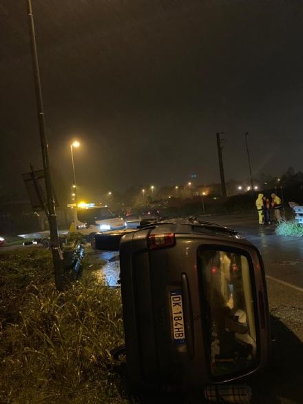 MONCALIERI - Scontro tra auto in via Ferrari: due feriti
