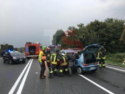 RIVALTA - Incidente stradale: tre auto coinvolte, due persone ferite - FOTO