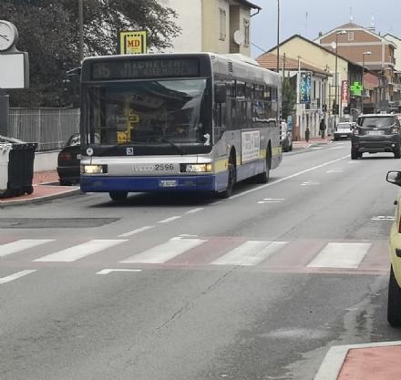 NICHELINO - Altro scippo in città: donna derubata alla fermata dellautobus