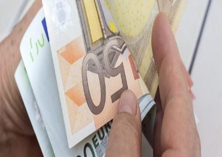NICHELINO - Il gesto nobile di una negoziante: dona tutto il contributo covid ai bisognosi