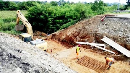 RIVALTA - Terminato lo scavo, partono i lavori del sottopasso della nuova pista ciclabile