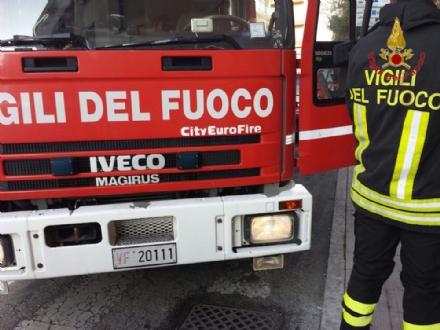 TROFARELLO - Si ribalta con lauto gpl in via Umberto I: arrivano i vigili del fuoco