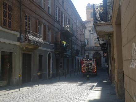 MONCALIERI - Paura per un principio di incendio in un appartamento in centro storico