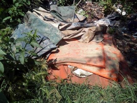 MONCALIERI - Maxi abbandono di rifiuti in strada Mongina. Ennesimo caso