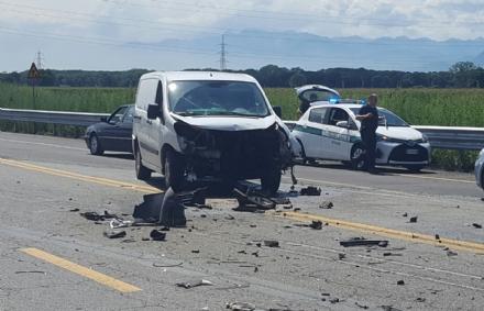 NICHELINO - Grave incidente in via Debouchè: due feriti e lunghe code