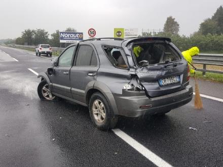 ORBASSANO - Incidente in tangenziale: due auto coinvolte, un ferito