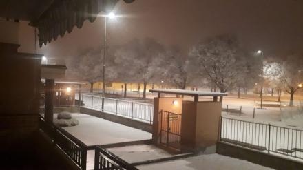 MALTEMPO - La neve è arrivata, in azione spargisale. Scuole aperte