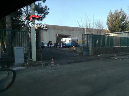 PIOBESI - Rave party nella ex Grande: i carabinieri sorvegliano la situazione, ma la musica non si ferma