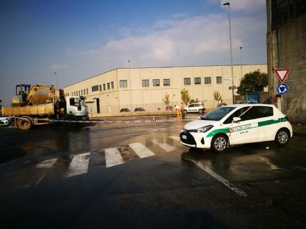NICHELINO - Si rompe una conduttura in via Vernea, mezza città senzacqua