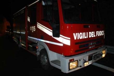 RIVALTA - Paura nella notte per un incendio nel demolitore