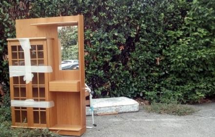 NICHELINO - Ancora scarichi indiscriminati di rifiuti sulle strade pubbliche