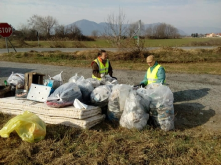 RIVALTA - Quintali di rifiuti recuperati dai volontari lungo le provinciali