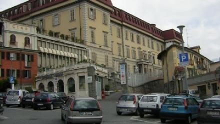 NICHELINO - Ferita e con segni di strangolamento in ospedale: è giallo