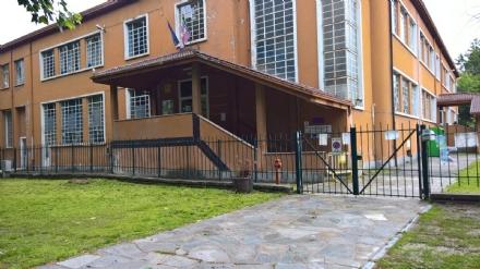 CARMAGNOLA - La dirigenza della scuola Rayneri scrive al Comune per la passerella mai aggiustata