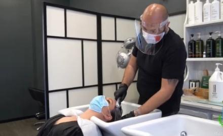 NICHELINO - Un tutorial per convincere la Regione ad anticipare lapertura dei parrucchieri