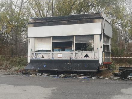NICHELINO - Data alle fiamme la casa mobile in via Cacciatori