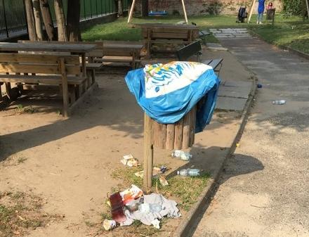 MONCALIERI - Vandali nei parchi pubblici: colpito anche il Giardino Incantato