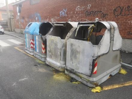 NICHELINO - Piromani in azione: cassonetti bruciati in quattro punti della città