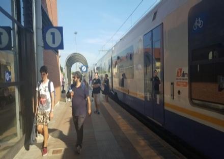 TROFARELLO - Ladri di rame lungo la ferrovia: disagi ai treni