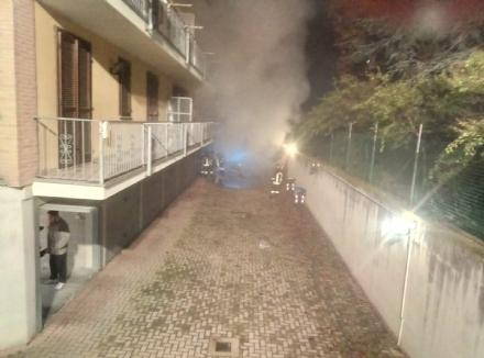 CARMAGNOLA - Incendio nei garage, evacuata una palazzina dai vigili del fuoco
