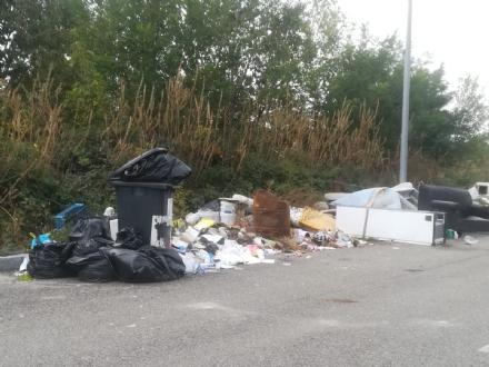 MONCALIERI - Maxi discarica in borgata Carpice: esposto dei cittadini