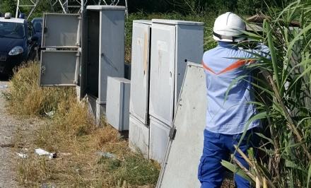 BEINASCO - Rubano la corrente elettrica per 5 anni: arrestati dai carabinieri un carrozziere e un meccanico di Beinasco