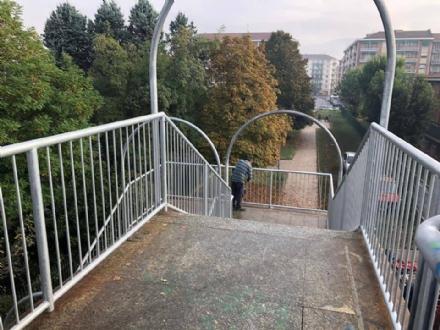 MONCALIERI - La passerella di via Robaldo è ora utilizzabile: finiti i lavori