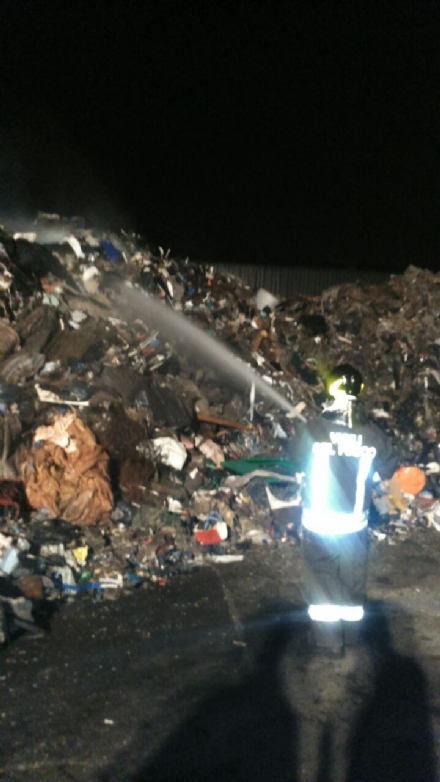 LA LOGGIA - Alla CMT nuovi focolai nella montagna di rifiuti
