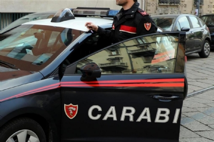 MONCALIERI - A fuoco una vettura in via Juglaris: indagini dei carabinieri