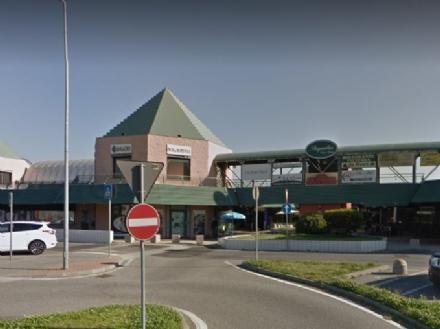 RIVALTA - Nuova spaccata al negozio di ottica del centro commerciale Piramid