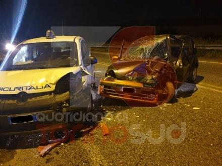 RIVALTA - Frontale nella notte sulla strada del Dojrone: due feriti