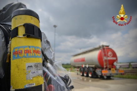 ORBASSANO - Perdita di sostanze tossiche da un treno merci: intervento dei vigili del fuoco - VIDEO