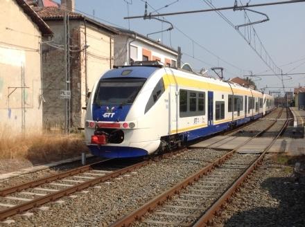 TROFARELLO - Altra mattinata di passione per i pendolari della Sfm1