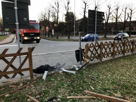 CANDIOLO - Sfonda la recinzione di un parco e scappa, poi viene identificato