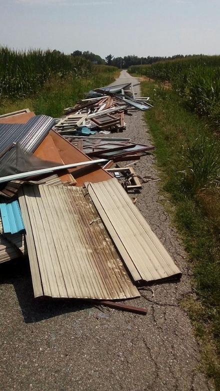 CARMAGNOLA - Ancora abbandoni di rifiuti ingombranti, dopo la multa di 600 euro