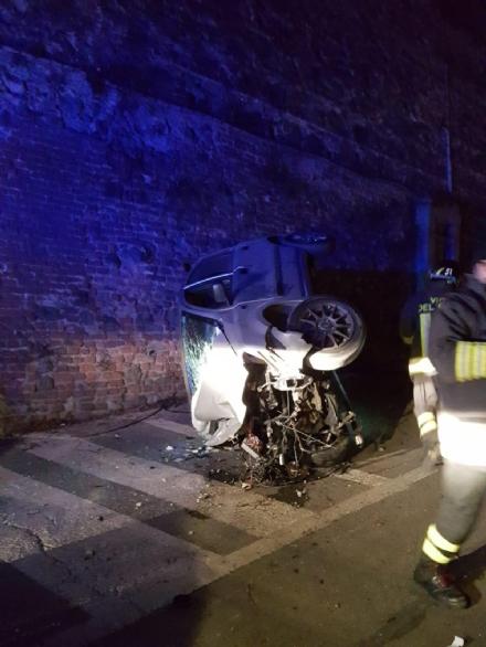 MONCALIERI - Grave incidente nella notte: ventenne in prognosi riservata