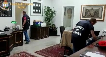 BRUINO - Maxi truffa a risparmiatori, società e professionisti: tre arresti, tra cui un bruinese