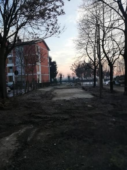 MONCALIERI - Abbattuta la baracca pericolante del campo sportivo di Tetti Piatti