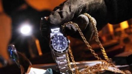 TROFARELLO - Furto in gioielleria: ladri distraggono titolare e arraffano catenine