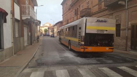 VINOVO - Autobus prende fuoco allimprovviso: autista in ospedale, tre passeggeri illesi - FOTO
