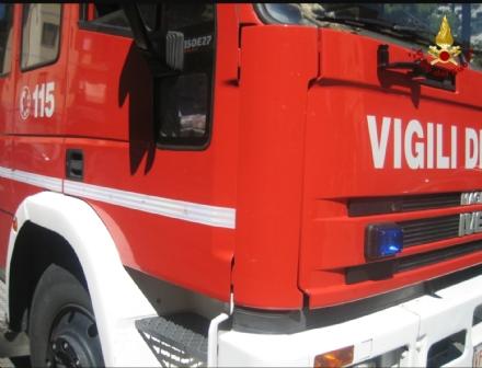 MONCALIERI - Spazzatrice va a fuoco: traffico in tilt sulla provinciale