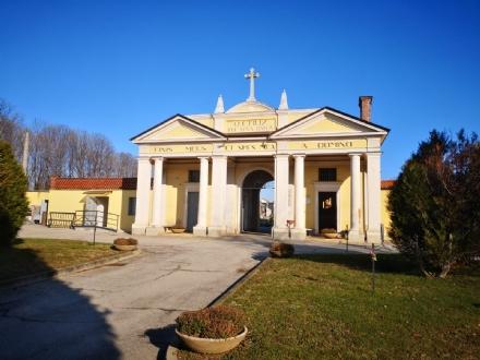RIVALTA - I nuovi loculi del cimitero già preda dei ladri di ottone