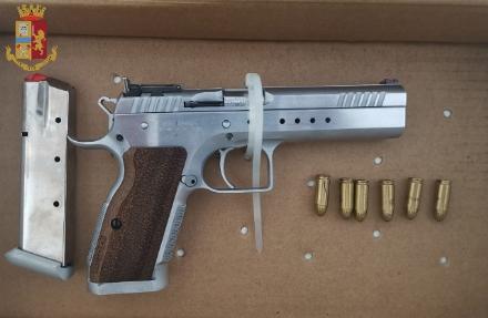 NICHELINO - Arrestato un uomo di etnia sinti: aveva due pistole rubate