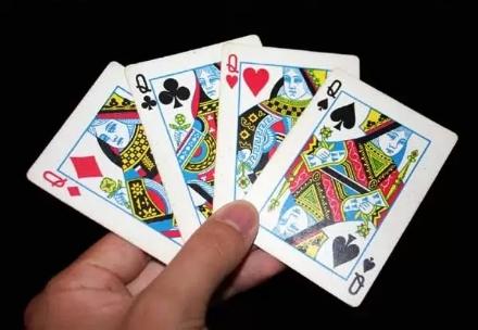 VIRUS - Si può riprendere a giocare a carte nei bar e leggere i giornali