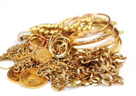 BEINASCO - Finti vigili truffano anziana, rubati monili in oro